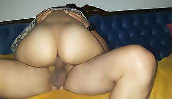 wife with a huge ass rides a dick in a hotel