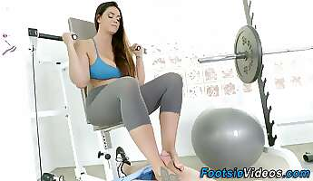 Gym babes feet spermed